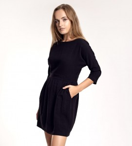 CLASSICAL BLACK AUDREY DRESS WITH A CLEAVAGE ON THE BACK