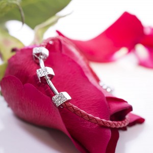 RED FEBE BRAIDED BRACELET WITH ZIRCONS
