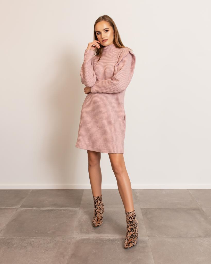 Jakie Dodatki Do Pudrowej Sukienki Stworza Perfekcyjna Stylizacje